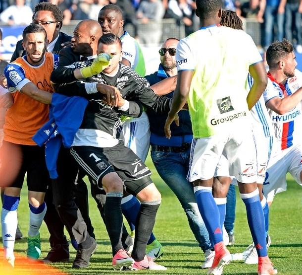 Во время матча между «Бастией» и «Лионом» произошли беспорядки